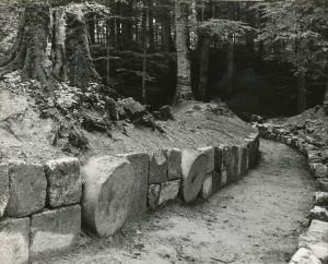 Tamburi de andezit din zidul incintei militare (fotografie de arhiva)